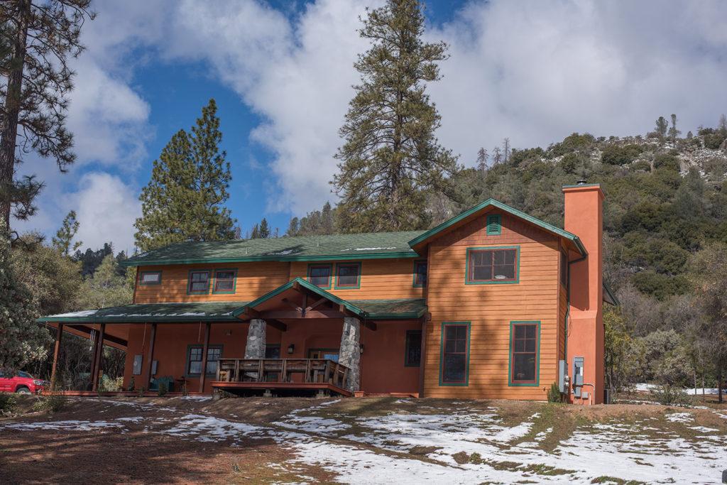 Sierra Trails Inn Feature Image